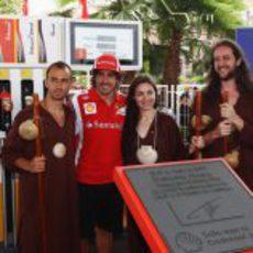 Fernando Alonso con los peregrinos en un acto en la ciudad de Valencia