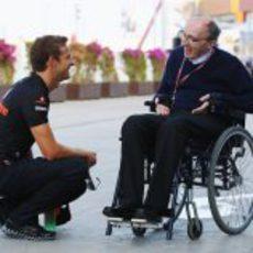 Button saluda a Sir Frank Williams en el 'paddock' de Valencia