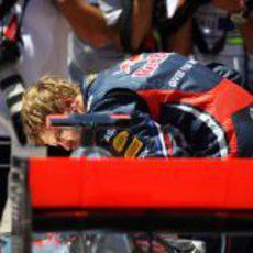Vettel escudriña el McLaren tras la clasificación