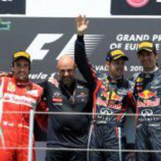 Fernando Alonso, Sebastian Vettel y Mark Webber celebran su triunfo en Valencia