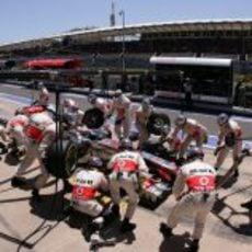 Parada de boxes para Button en Valencia