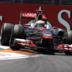 Hamilton se sube por los pianos en el Valencia Street Circuit