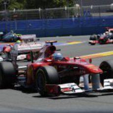 Alonso por delante de Massa y Hamilton en la carrera de Valencia