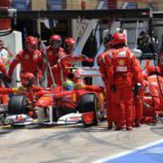 Parada de boxes para Felipe Massa en Valencia