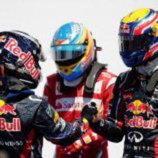 Vettel, Alonso y Webber tras bajarse de sus monoplazas en Valencia