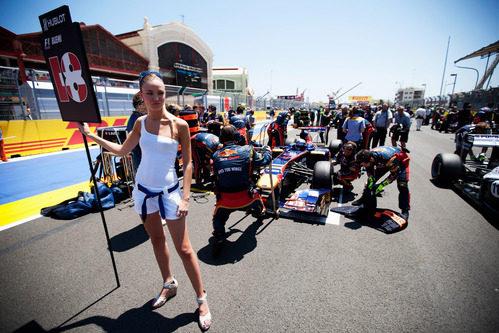 La 'pitbabe' de Sébastien Buemi en el GP de Europa 2011