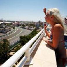 Las chicas de Red Bull siguiendo el GP de Europa 2011