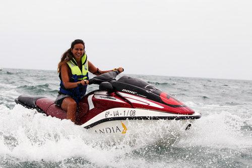 Laia Ferrer con una moto de agua en el GP de Europa 2011