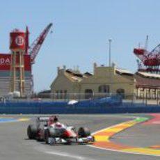 Karthikeyan con el F111 en el GP de Europa 2011