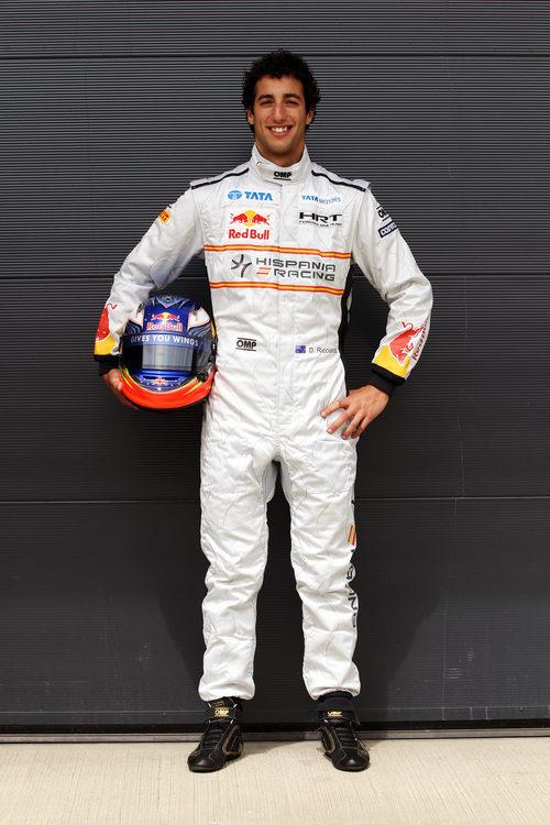 Foto oficial de Ricciardo como piloto de HRT