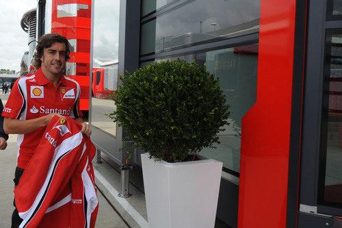 Fernando Alonso llega a Silverstone