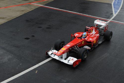 Alonso sale a pista en los libres del GP de Gran Bretaña 2011