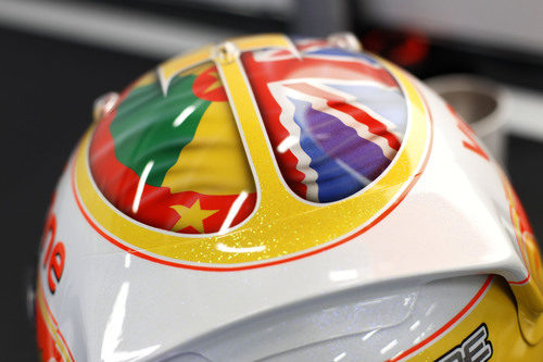 Detalle del casco de Hamilton en el GP de Gran Bretaña 2011