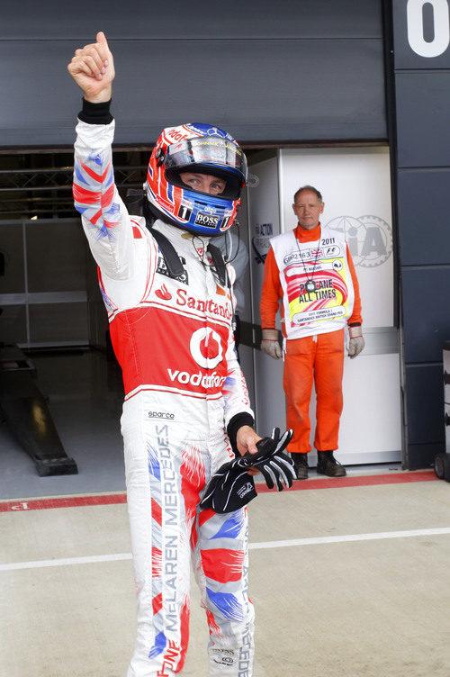 Button saluda a su afición en Gran Bretaña 2011