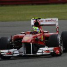 Felipe Massa rueda en los libres 3 del GP de Gran Bretaña 2011