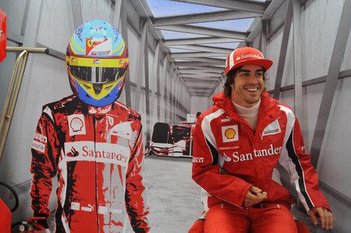 Alonso, contento en su box de Silverstone