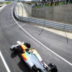 Paul di Resta sale del 'pit lane' en la clasificación del GP de Gran Bretaña 2011