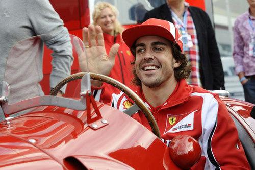 Alonso feliz en el 375 F1 de 1951