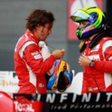 Alonso y Massa tras la sesión de clasificación del GP de Gran Bretaña 2011