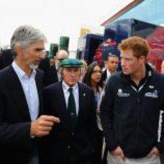 Damon Hill, Jackie Stewart y el Príncipe Harry en Silverstone 2011