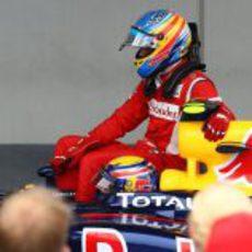 Fernando Alonso subido al Red Bull con Mark Webber en Nürburgring