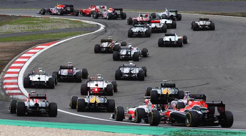 La parte de atrás del pelotón tras la salida del GP de Alemania 2011