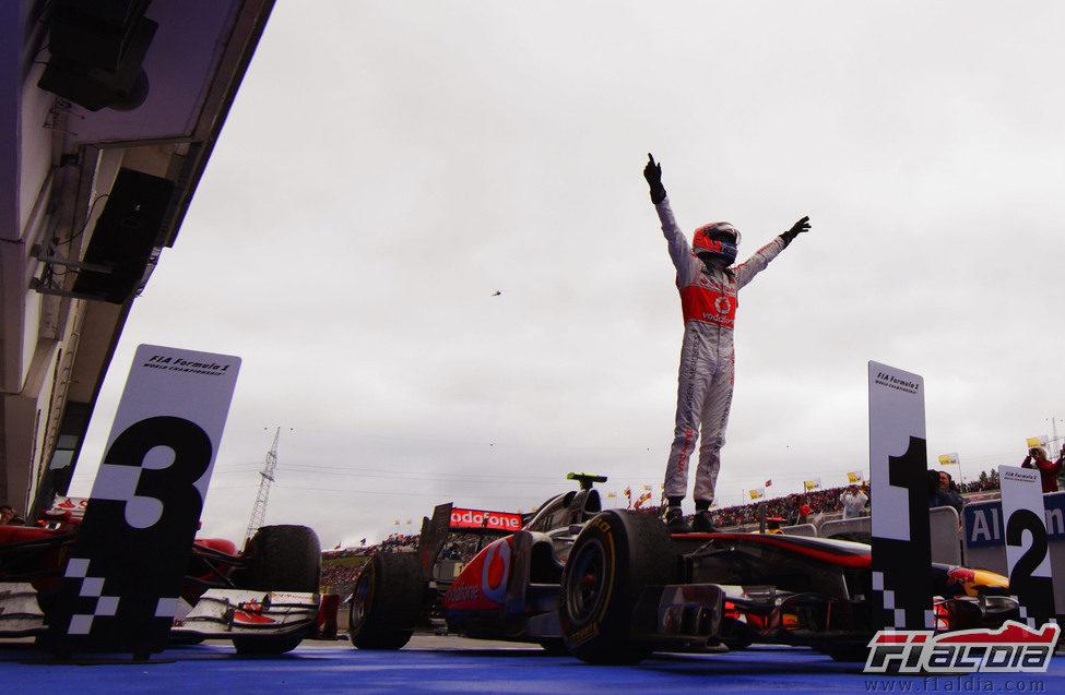 Jenson Button gana el GP de Hungría 2011