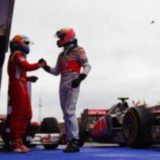 Alonso felicita a Button por su victoria en el Hungaroring