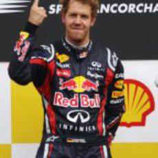 Vettel levanta su dedo de nuevo en Bélgica 2011