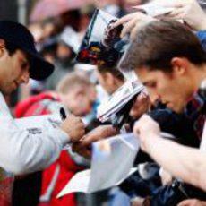 Daniel Ricciardo firma autógrafos en la Speed Jam