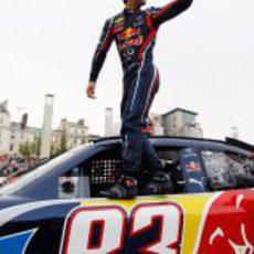 Ricciardo en la Speed Jam encima del coche de la NASCAR