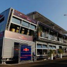 El 'motorhome' de Red Bull en el GP de Italia 2011