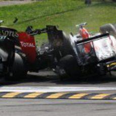 Liuzzi se llevó por delante a Petrov y Rosberg