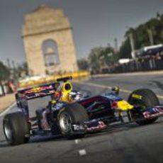Daniel Ricciardo con el RB5 en Nueva Delhi