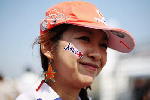 Una aficionada japonesa fan de Jenson Button