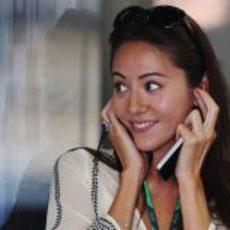 Jessica Michibata en el box de McLaren en Japón