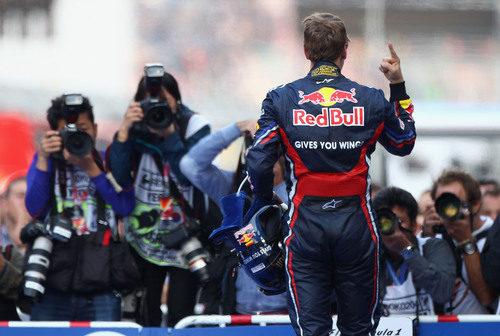 La prensa retrata el dedo de Sebastian Vettel en Yeongam