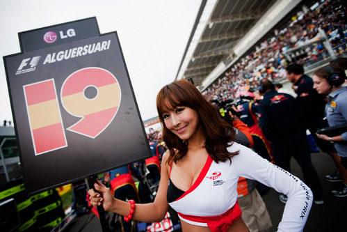 La 'pitbabe' de Jaime Alguersuari en el GP de Corea 2011