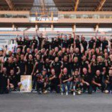 Foto de familia de Red Bull Racing tras ganar su segundo Mundial de Constructores