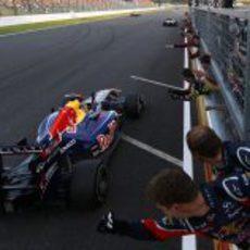 Sebastian Vettel cruza la meta de Suzuka y gana el título de 2011