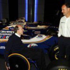 Frank Williams y Rubens Barrichello junto a los Williams-Renault