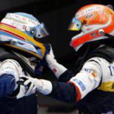 Nelsinho felicita a Alonso