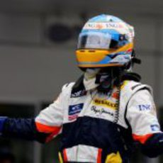 Alonso celebra su victoria