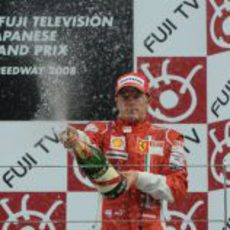 Raikkonen celebra con champán