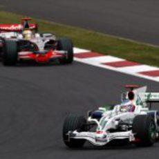 Button seguido de Hamilton