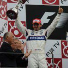 Kubica alza su trofeo