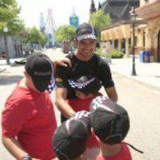 Liuzzi se despide de los niños de la Comunidad de Madrid