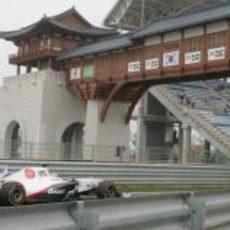 Pérez entra en boxes en la clasificación del GP de Corea 2011