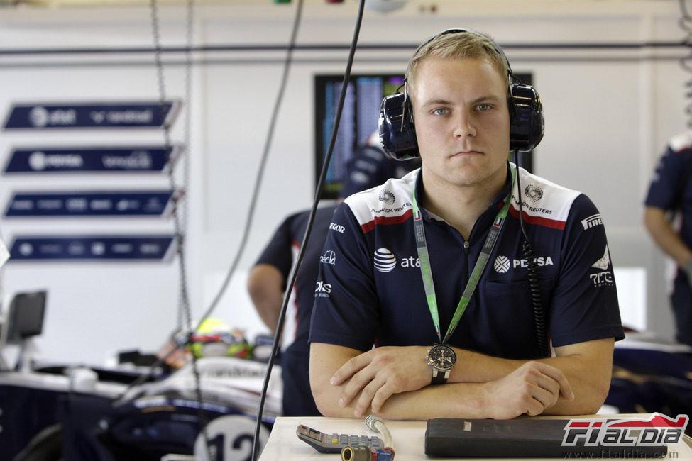 Valtteri Bottas con el equipo Williams en Yas Marina