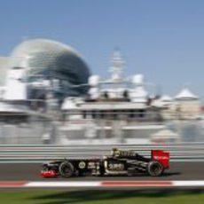 Romain Grosjean rueda en los libres del GP de Abu Dabi 2011